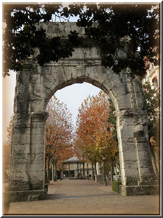 Aix Les Bains, arc de Campanus