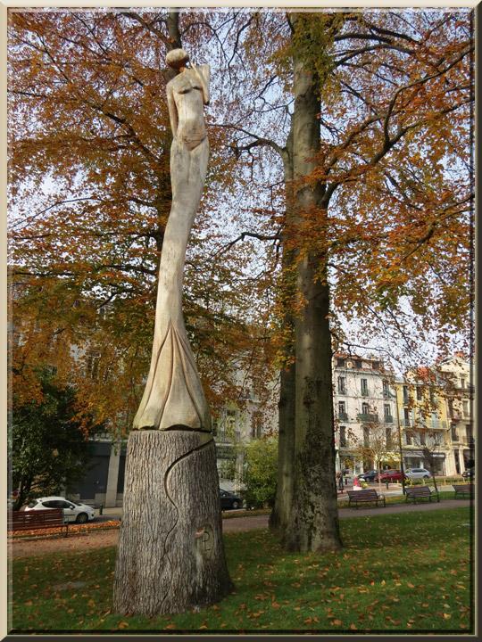 """Aix Les Bains, statue """"Réflexion"""""""