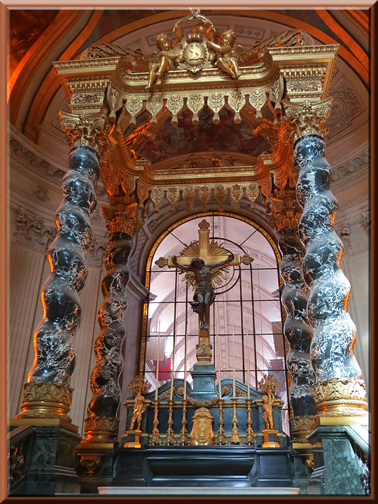 Dôme des Invalides, autel de l'église du Dôme