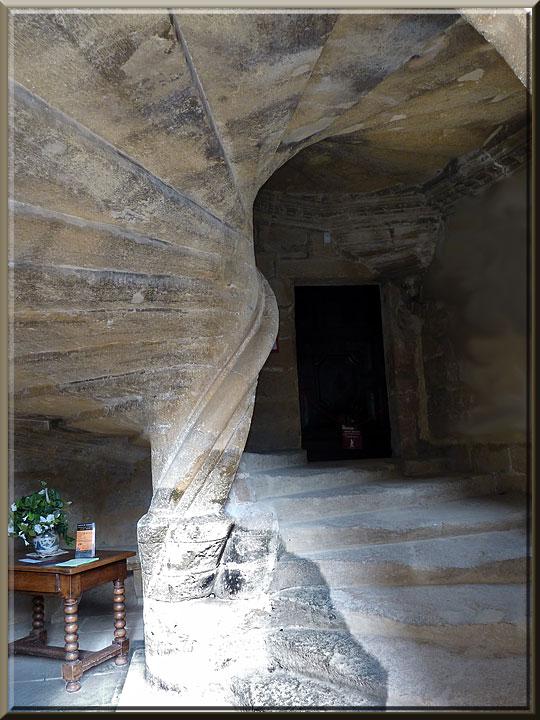 Lourmarin, château, escalier à vis