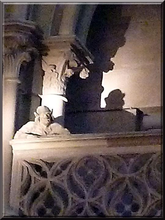 Strasbourg, cathédrale Notre-Dame, homme à la balustrade