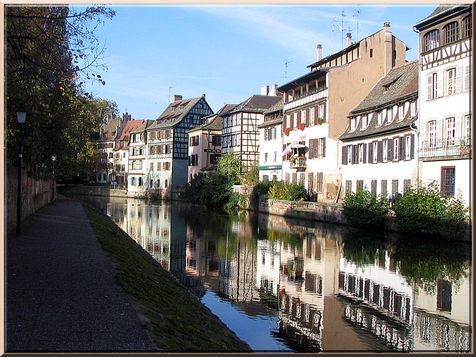 Strasbourg, les quais de la Petite France, le long de l'Ill