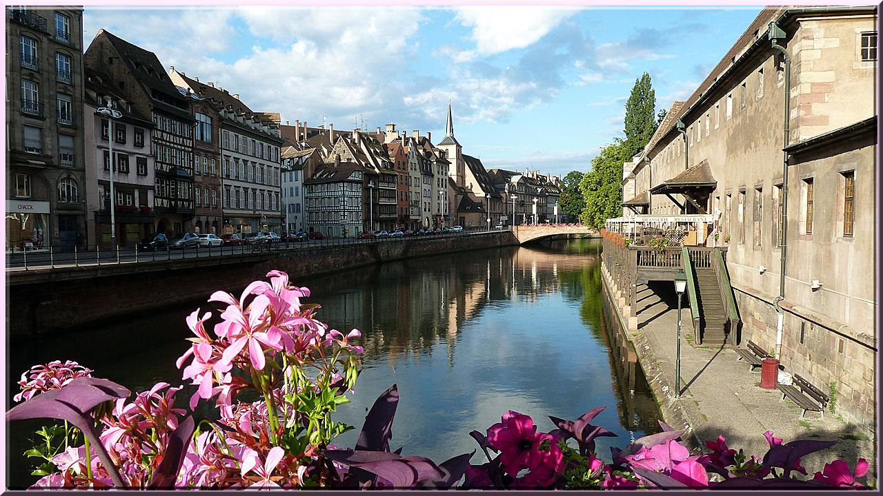 Strasbourg, quai St Nicolas à gauche et Ancienne Douane à droite