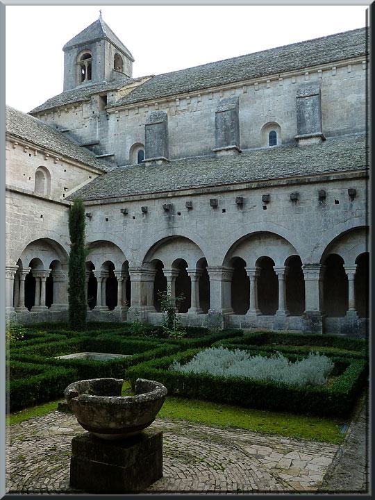 Abbaye de Sénanque, cloître