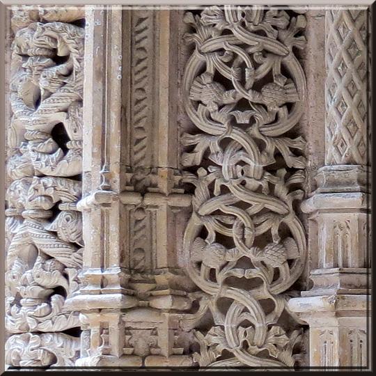 Batalha, chapelles inachevées, détail du portique d'entrée