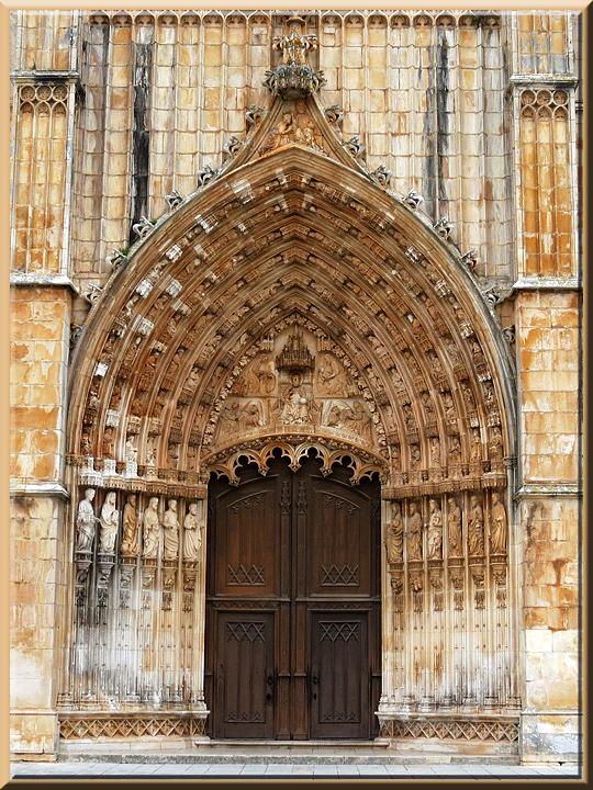 Batalha, portail de la façade principale