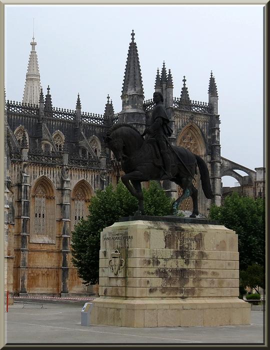 Batalha, statue de Nuno Alvarez Pereira