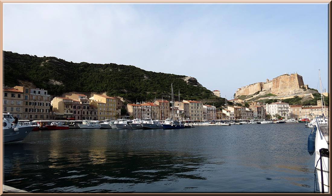 Bonifacio, vue sur le port et la Citadelle