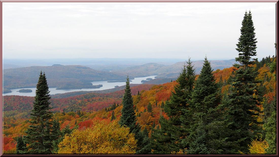 Au sommet du Mont Tremblant, vue sur le lac Tremblant