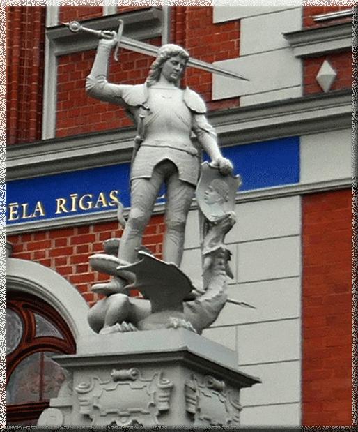 Riga, Maison des Têtes Noires, statue de St-Georges