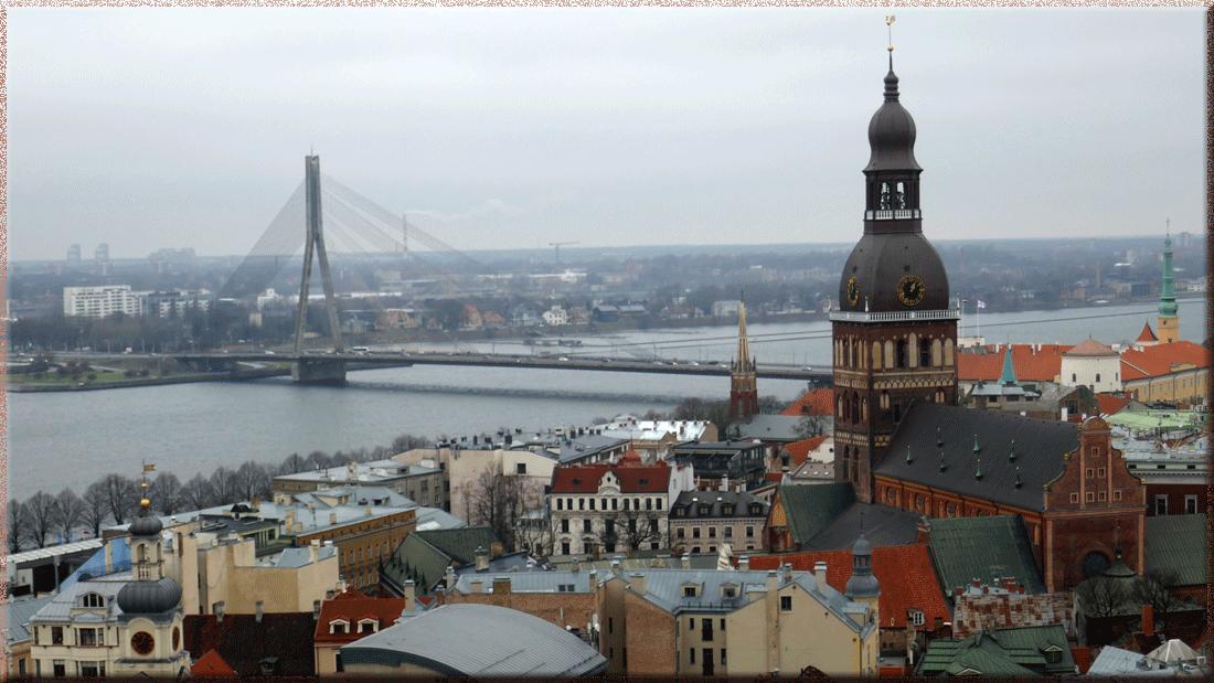 Riga, pont à haubans Vansu et Cathédrale du Dôme